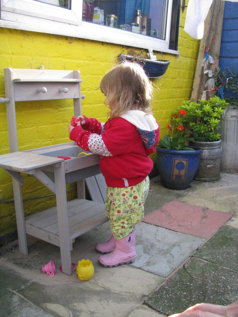 ROBA mud kitchen sand kitchen